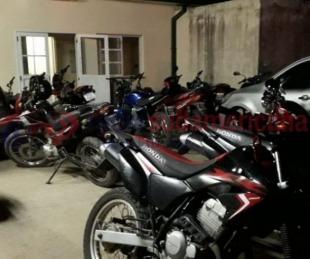 foto: Secuestran 21 motos y demoran a varias personas en un operativo
