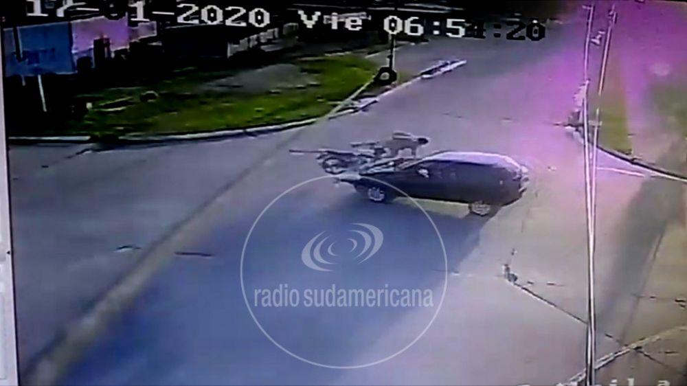 foto: Así fue la colisión entre un auto que iba contramano y una motocicleta