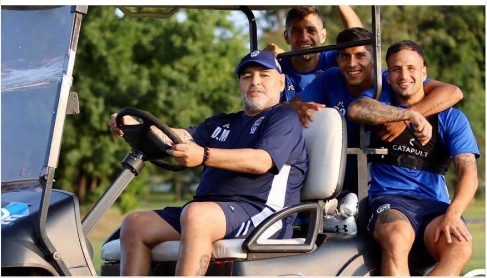 Maradona viajó a Venezuela a días de la reanudación de la Superliga