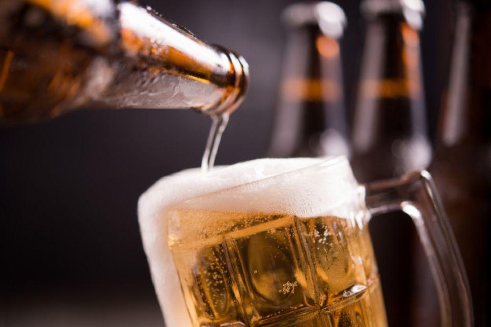 ¿Cervezas a $5 para que no te quedes con ningún billete viejo?