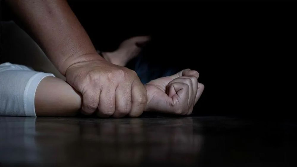 foto: Plomero la ahorcó, ató a la cama y violó en el día de su cumple