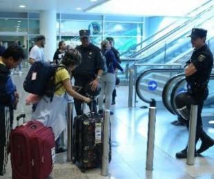 foto: Pareja dejó a sus hijos en el aeropuerto por temor al coronavirus