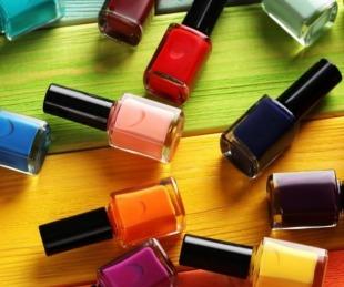 foto: ANMAT prohíbe la comercialización de tres esmaltes de uñas