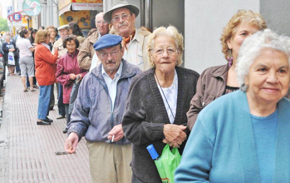 foto: Nación analiza una suma fija y un pequeño aumento a los jubilados