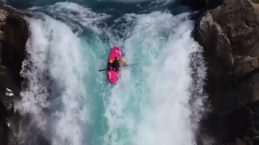 VIDEO: Un kayakista logró el segundo mayor descenso de la historia
