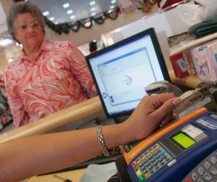 foto: Los jubilados tendrán reintegros en las compras con tarjeta de débito