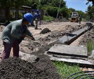 foto: Avanzan las obras de bacheo y cordones cuneta en varios barrios