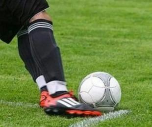 foto: Futbolista le mordió el pene al rival y acabó duramente sancionado