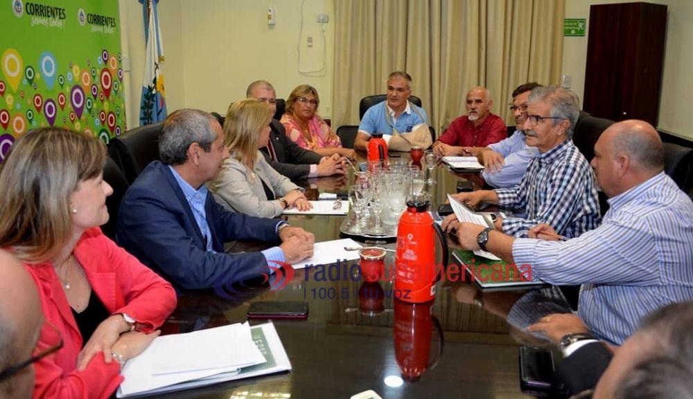 foto: Tras el cuarto intermedio, inició la reunión con gremios docentes