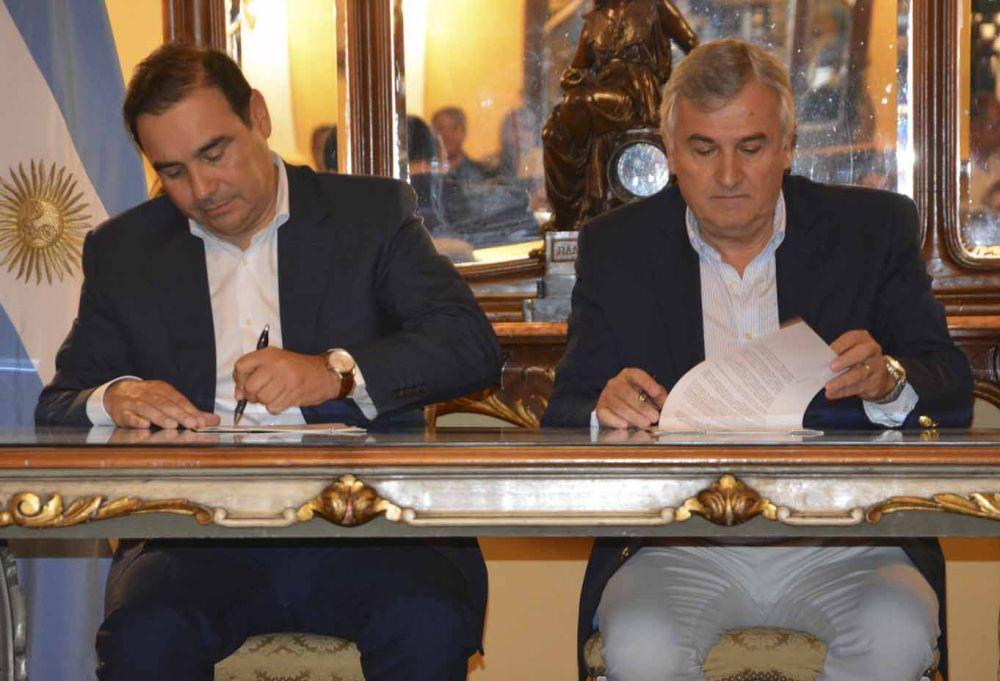 foto: Valdés y Morales firmaron convenios de cooperación
