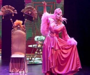 foto: Georgina Barbarossa se cayó sobre el escenario en plena función