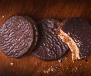 foto: Prohibieron la venta de alfajores de chocolate y un choclo en lata