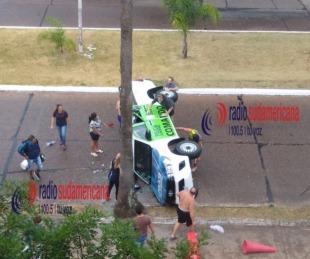 foto: Policías perseguían a motochorro y volcaron con la camioneta