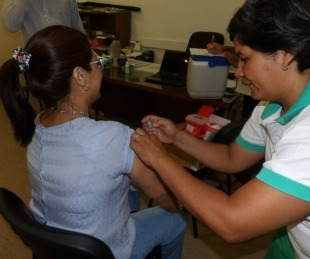 foto: La Provincia estará vacunando contra la gripe en el barrio Camba Cuá