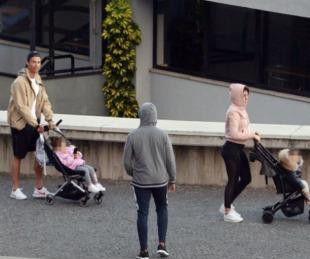 foto: Tras su paseo en familia Cristiano Ronaldo recomienda quedarse en casa