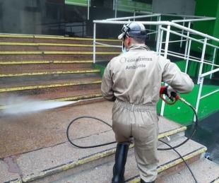 foto: Coronavirus: la Comuna desinfecta calles y cajeros automáticos