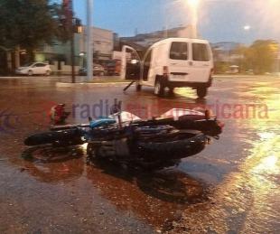 foto: Motociclista chocó contra un utilitario en Avenida 3 de Abril
