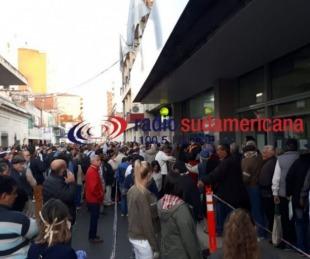 foto: Desorganización y caos: así se vivió en Corrientes la jornada infernal de pagos