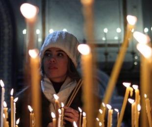 foto: Iglesia ortodoxa permite a feligreses confesarse por teléfono o Skype