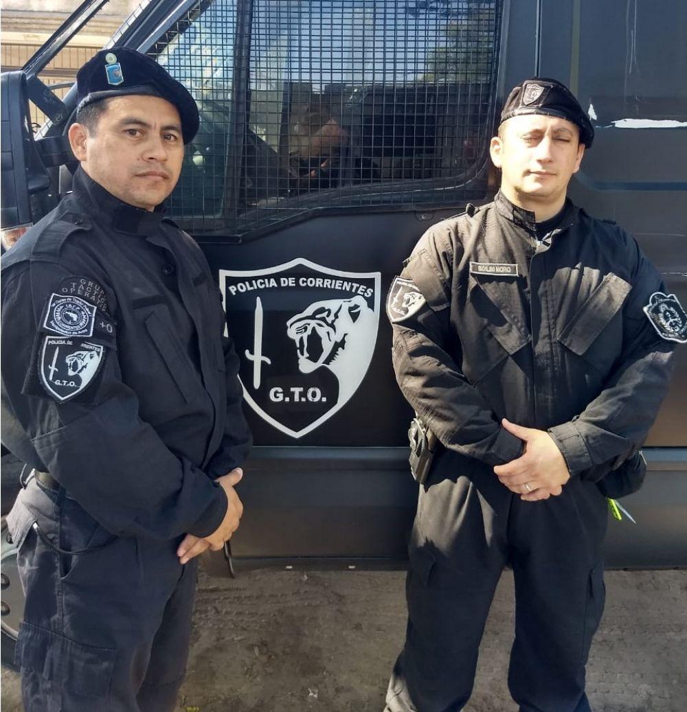 foto: Dos efectivos del GTO oficiaron de poliparteros en una camioneta