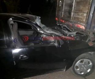 foto: Se estrelló contra un camión estacionado y murió en el acto