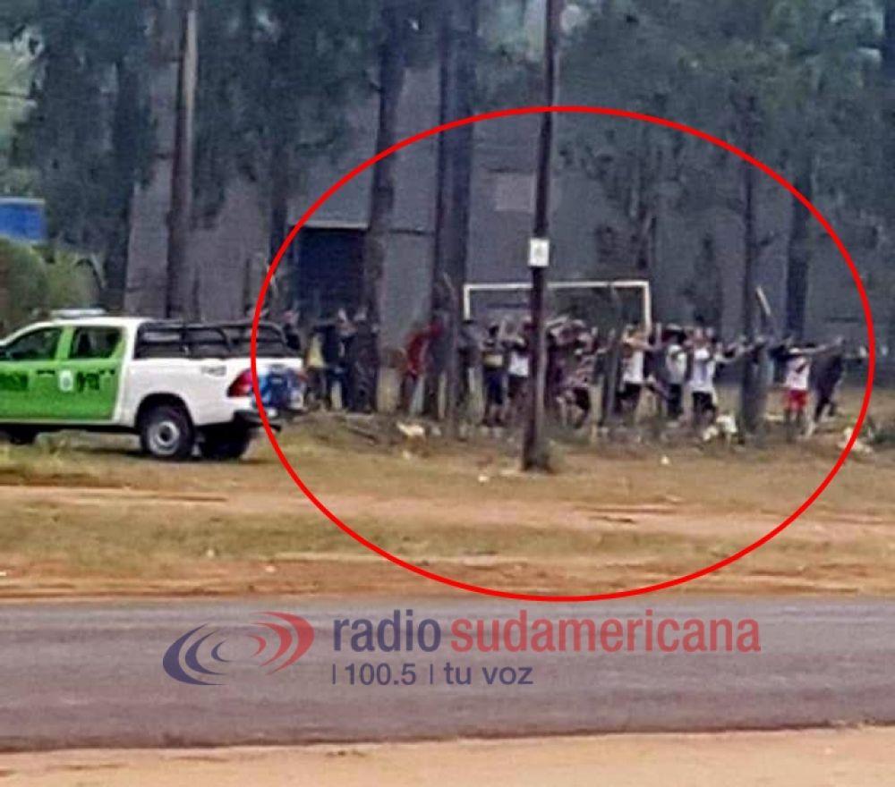 foto: Bella Vista: 15 personas fueron demoradas por jugar al fútbol