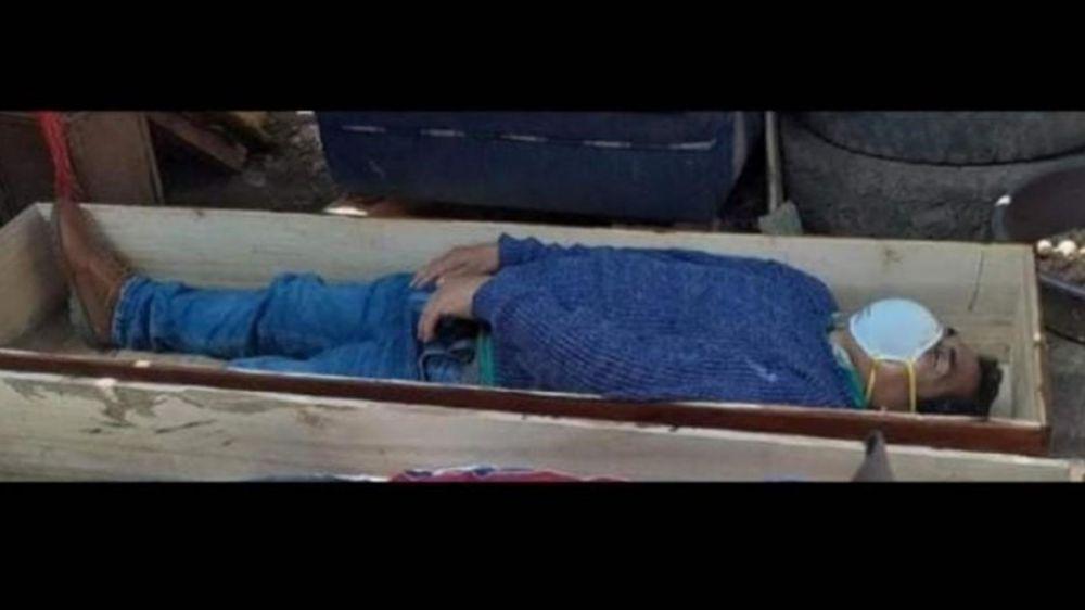 foto: Jefe comunal se hizo el muerto en un ataúd para no ser detenido