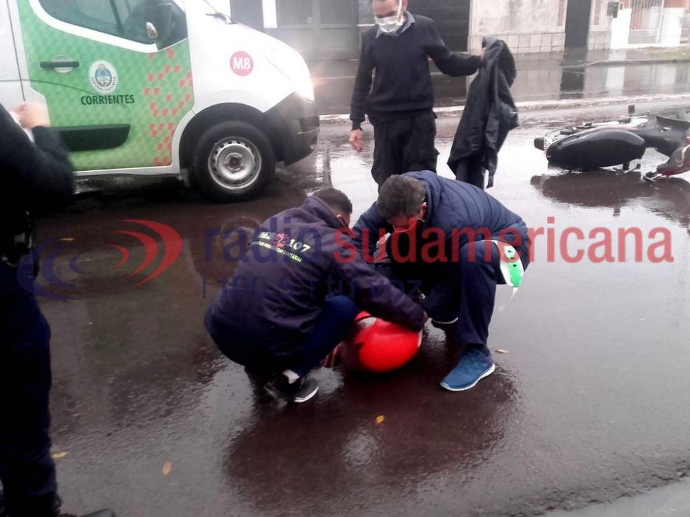 foto: Motociclista chocó a un ciclista, cayó y quedó inconsciente