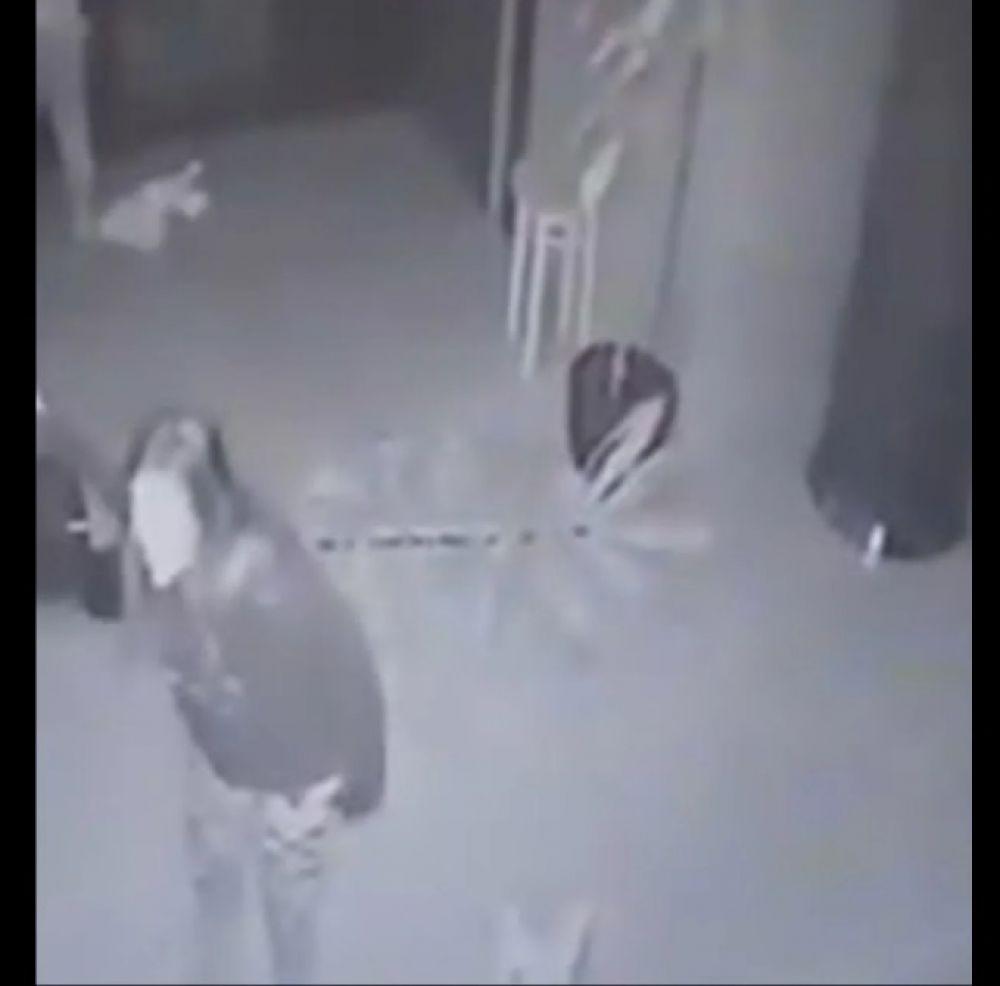foto: Video: arrojó violentamente al piso a su bebé de dos meses