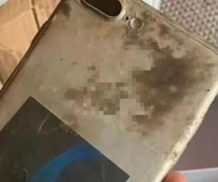 foto: Se le cayó el celu al río, lo encontró a los 8 meses y sigue andando