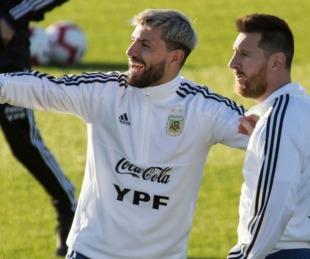 foto: La charla entre Agüero y Messi mientras el Kun se conectaba a la Play