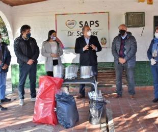 foto: La Comuna entregó entregó mascarillas protectoras a personal de SAPS