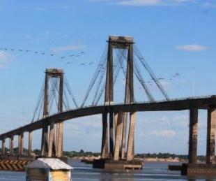 foto: Los que cruzan el puente caminando deben solicitar permisos