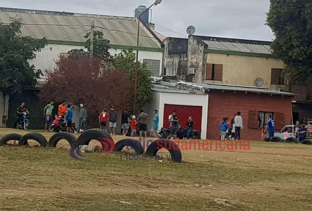 foto: Niños de 8 años y adolescentes demorados por jugar al fútbol