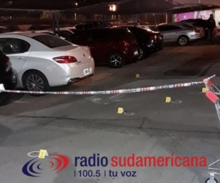 foto: Motochorros a los tiros en el estacionamiento de supermercado