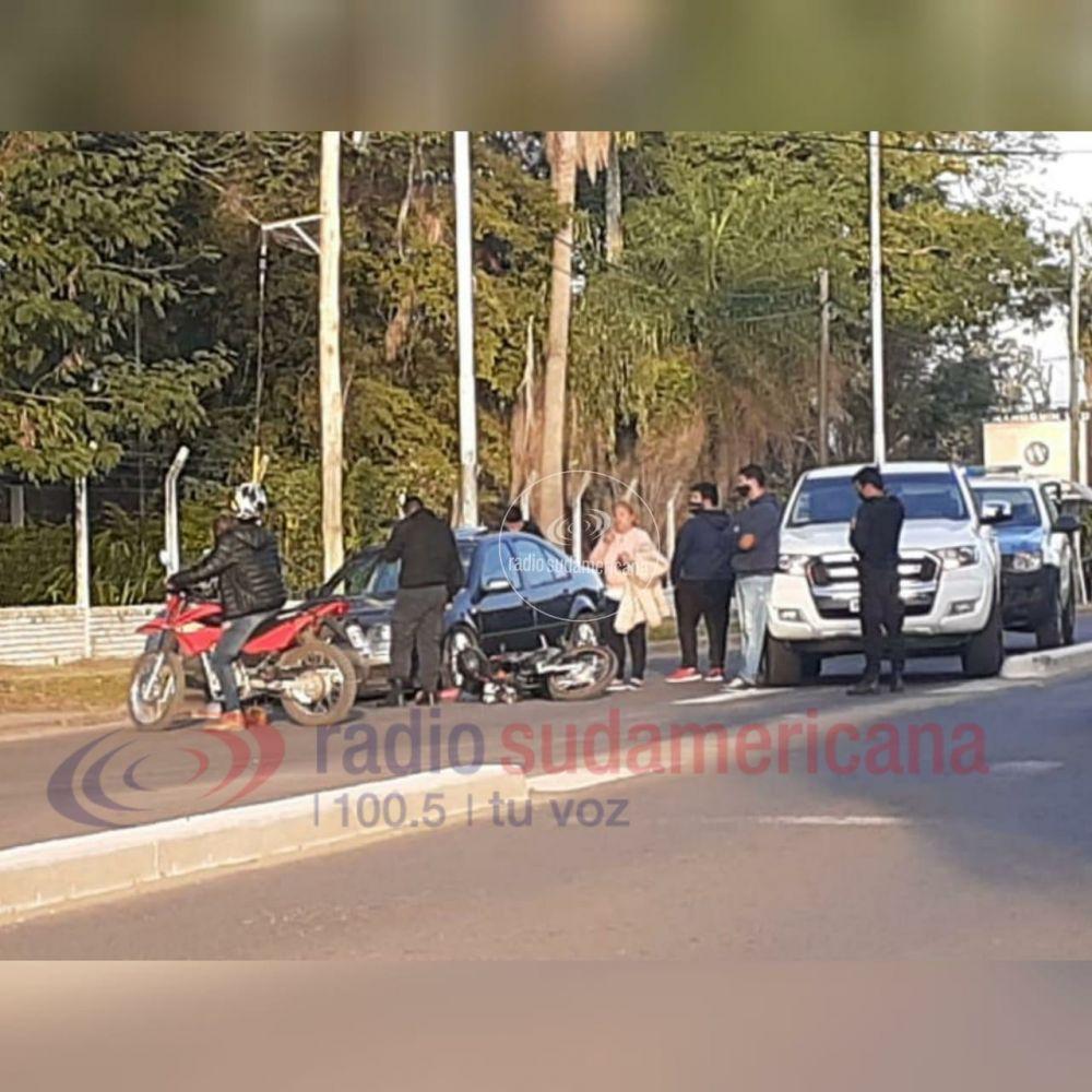 Chocaron un auto y una moto por Avenida Maipú: hubo un herido