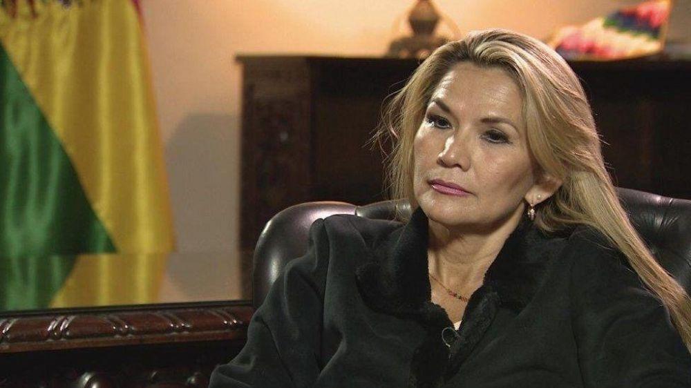 Bolivia: la presidente Jeanine Añez confirmó que tiene coronavirus