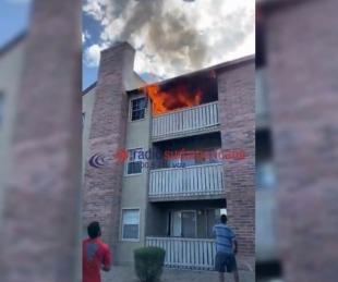 foto: Impresionante: una mujer salvó a su hijo tirándolo por el balcón