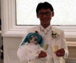 foto: Se casó con un holograma y su madre no quiso ir a la fiesta
