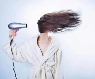 foto: Quiso vender un secador de pelo y se le escapó una foto hot