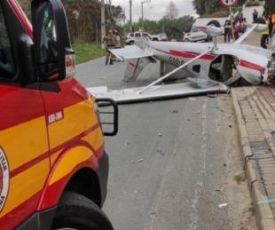 foto: Brasil: La impactante caída de una avioneta en plena calle