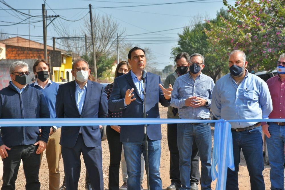 Valdés inauguró cordón cuneta y ripio en distintos barrios de Capital