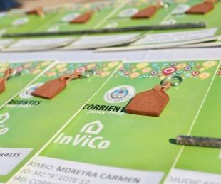 foto: Valdés encabezó la entrega de 19 viviendas en el B° Bañado Sur