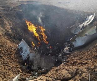 foto: Un avión de la Fuerza Aérea argentina cayó y murió el piloto