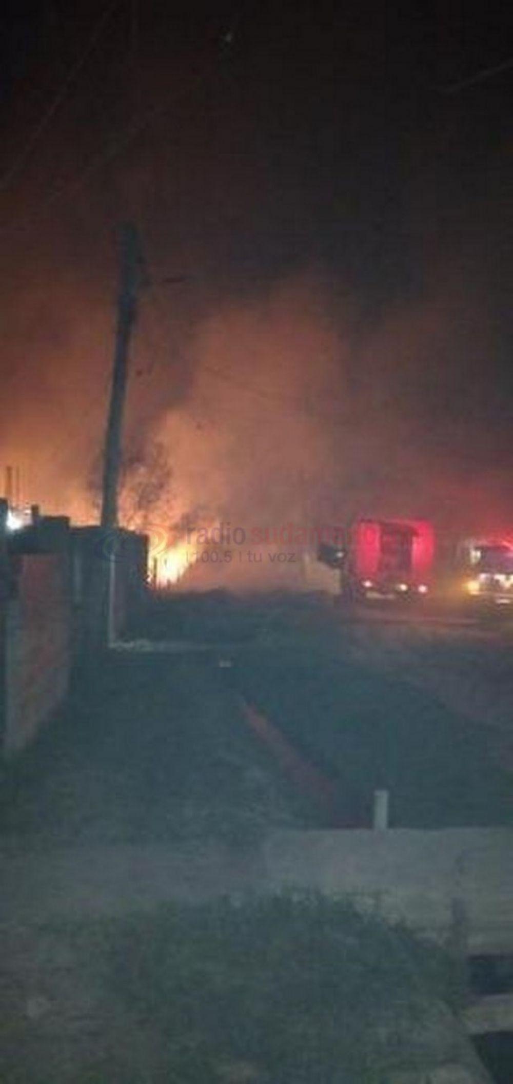 Barrio Ponce: bomberos controlaron anoche un voraz incendio