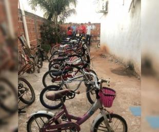 foto: Tabay: Maestros reciclan bicicletas para regalar por el Día del Niño