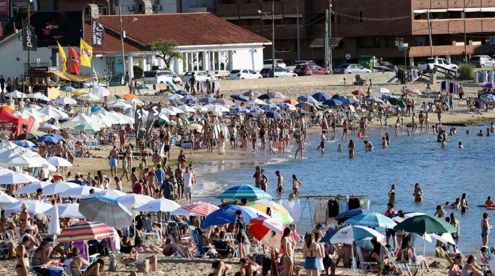 Uruguay: analizan dejar entrar argentinos en auto en el verano