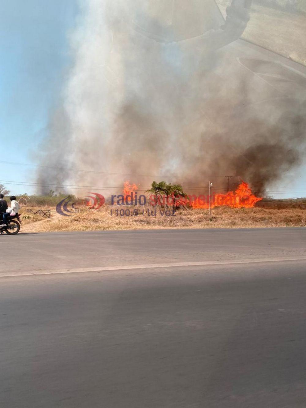 Sofocaron un voraz incendio cerca del Aeropuerto de Corrientes