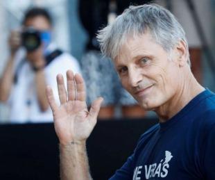 foto: Viggo Mortensen militó por la vuelta de San Lorenzo a Boedo en el Festival de San Sebastián