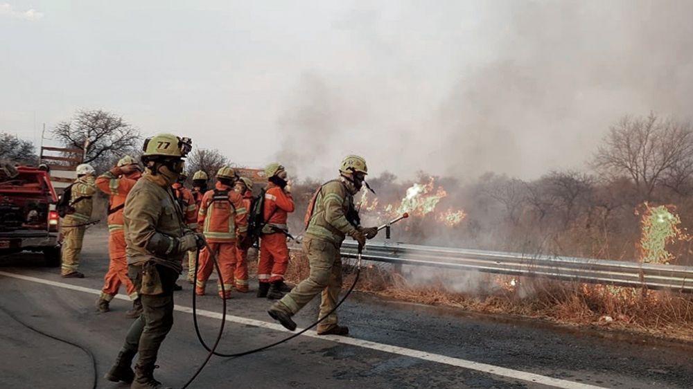 Córdoba: combaten cuatro focos activos de incendios en las sierras